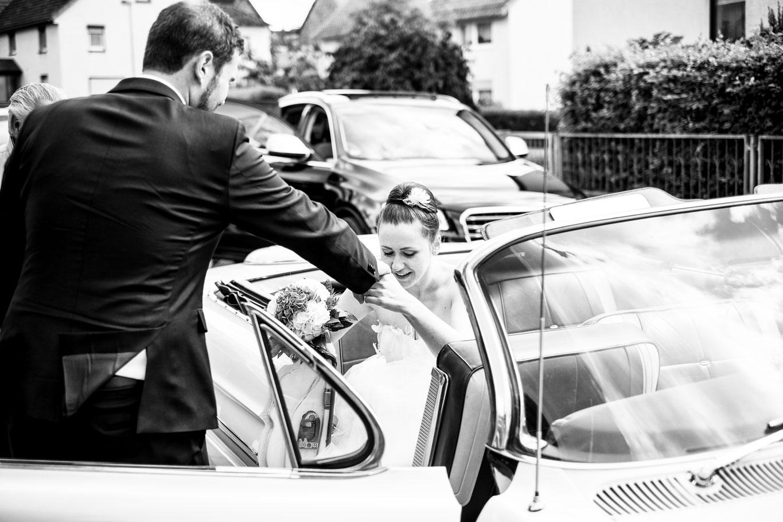 Hochzeitsfoto mit dem Hochzeitswagen - Hochzeitsfotograf Bremen